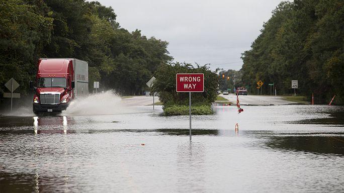 الأمطار الغزيرة في ولاية كارولينا تتسبب بمقل 8 أشخاص على الأقل