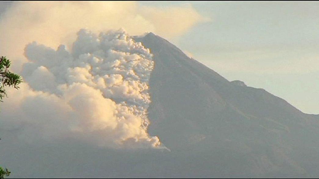 ثوران بركان كوليما في المكسيك