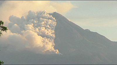 Los volcanes mexicanos pintan el cielo de gris