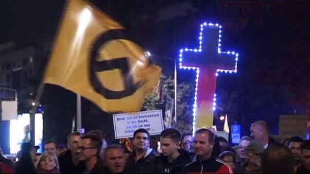 Drezda: menekültellenes demonstráció és ellentüntetés