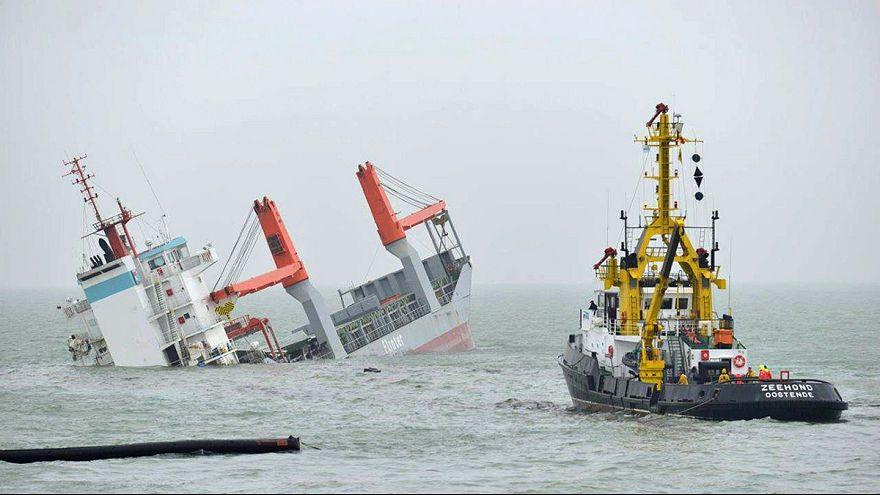 غرق سفينة شحن هولندية بعد اصطدامها بناقلة غاز قبالة بلجيكا
