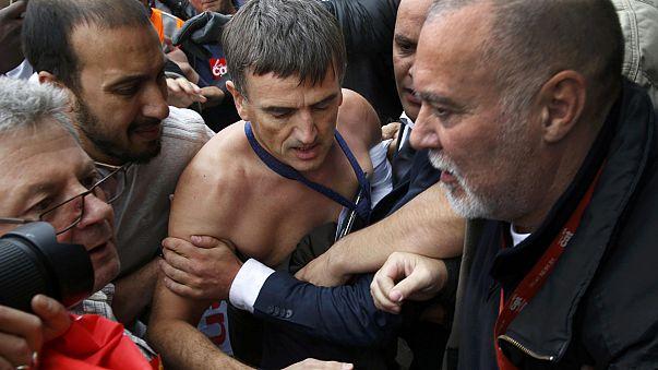 Hollande condena la reacción de los trabajadores de AF al saber que habría 2.900 despidos