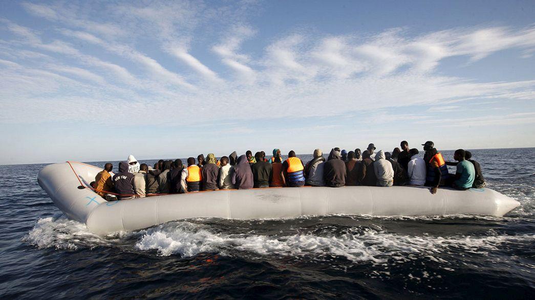 Corpi di decine di migranti annegati recuperati in Libia