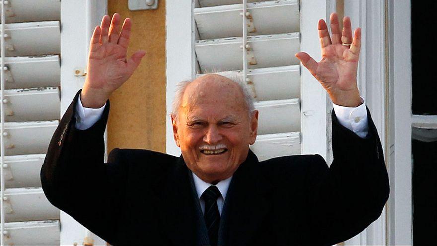 وفاة أول رئيس منتخب ديمقراطيا في المجر