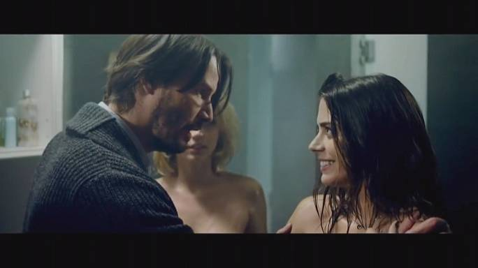 Keanu Reeves stars in erotic thriller 'Knock Knock'