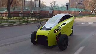 Soki, mi voiture, mi-moto électrique