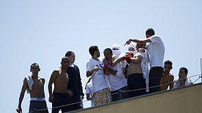 Un grupo de presos brasileños amotinados retienen a varios rehenes