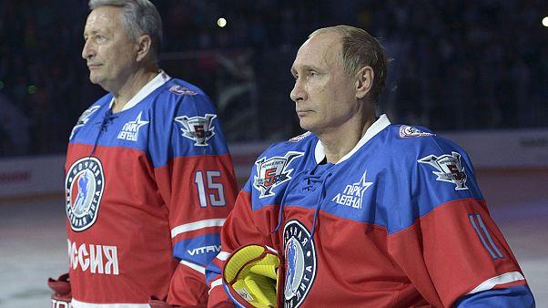 Putin 63. doğum gününü buz hokeyinde attığı 7 golle kutladı