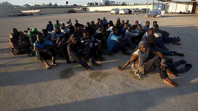 اعتقال مهربي مهاجرين ولاجئين في اليونان