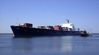 الأمريكيون يعلقون البحث على سفينة شحن غرقت قبل أسبوع وعلى متنها عشرات الأشخاص