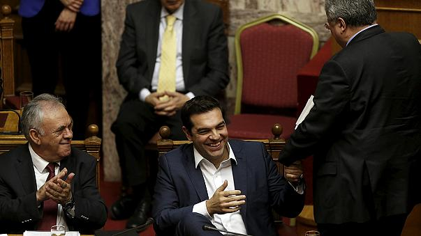 البرلمان اليوناني يمنح الثقة لحكومة تسيبراس الائتلافية