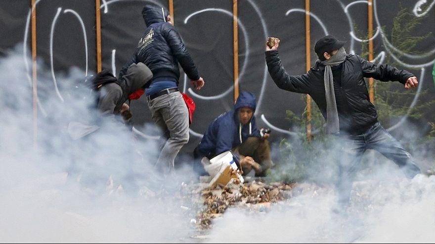 Belçika'da tasarruf tedbirlerine karşı çıkan protestocular polisle çatıştı