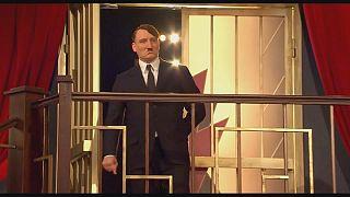 Vuelve Adolf Hitler pero esta vez en forma de parodia