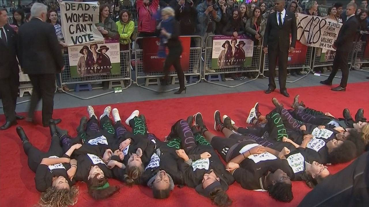 Protesta feminista en el estreno de 'Sufragistas'
