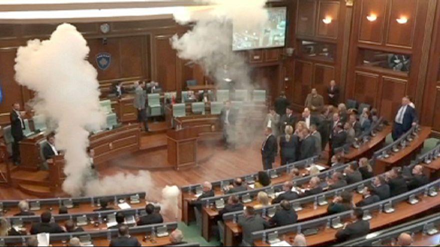 Химическая атака в косовском парламенте