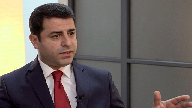 """صلاح الدين ديمرتاش ليورونيوز:"""" دعم الحكومة التركية للمجموعات المتطرفة أفقد تركيا هيبتها وعقد الوضع على سوريا """""""