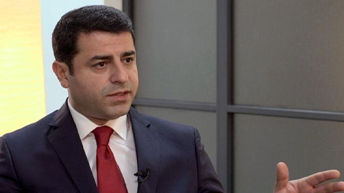 """Il leader pro-curdo Demirtaş: """"La pace con il PKK sabotata da Erdogan"""""""