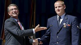 Accoltellato Spencer Stone, l'eroe del treno Amsterdam-Parigi. Air Force: è vivo