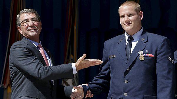 «قهرمان» آمریکایی حادثه قطار پاریس چاقو خورد