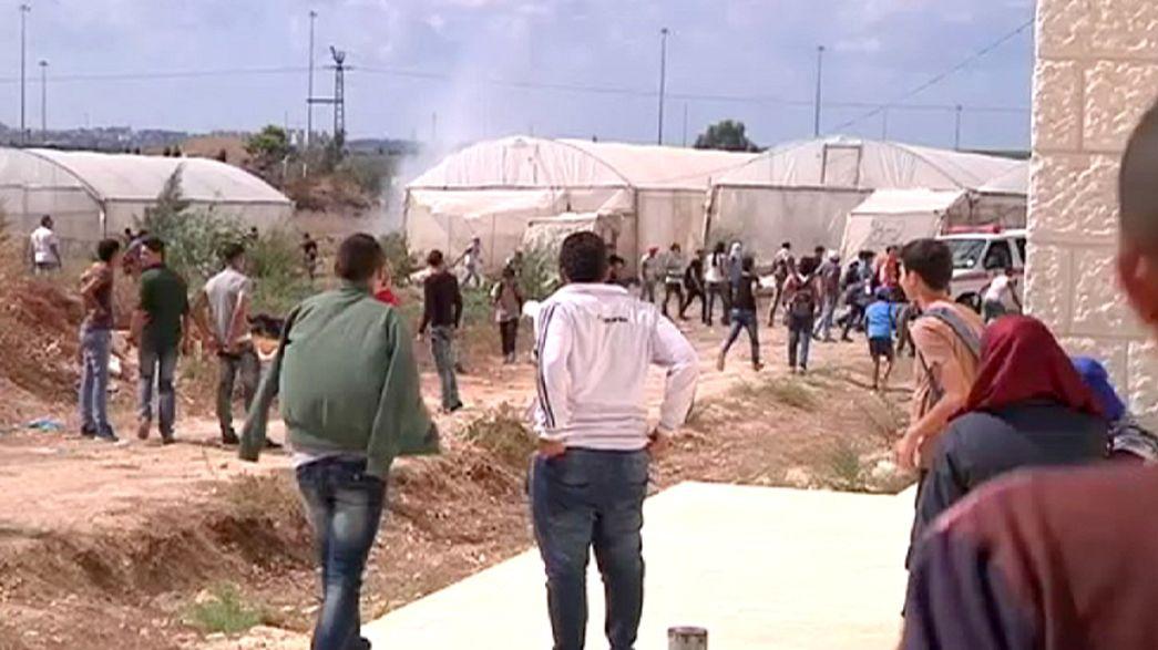 Estudantes palestinianos feridos em confrontos com militares israelitas