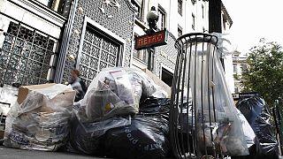 عمال النظافة في باريس ينهون اضرابهم بعد أيام من تكدس النفايات في عدة احياء من العاصمة الفرنسية