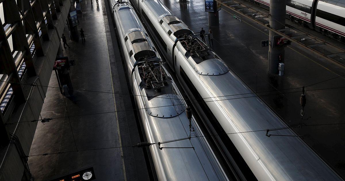 مجموعة من المطالبين باستقلال كاتالونيا يعطلون حركة القطارات السريعة
