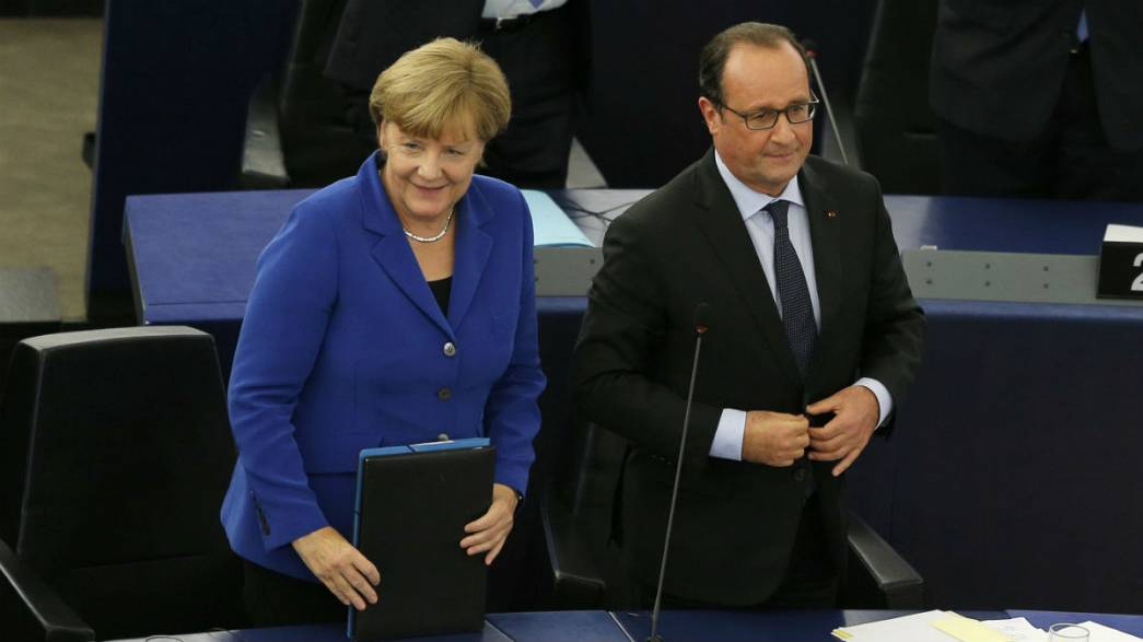 Merkel e Hollande insieme all'Europarlamento, davanti le crisi serve più Europa