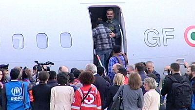 Los primeros refugiados que acoge la UE viajan de Italia a Suecia