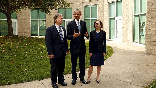 Обама пообщался с близкими убитых в колледже Роузбурга