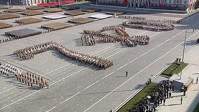 Imponente parata militare per l'anniversario del regime Nord coreano