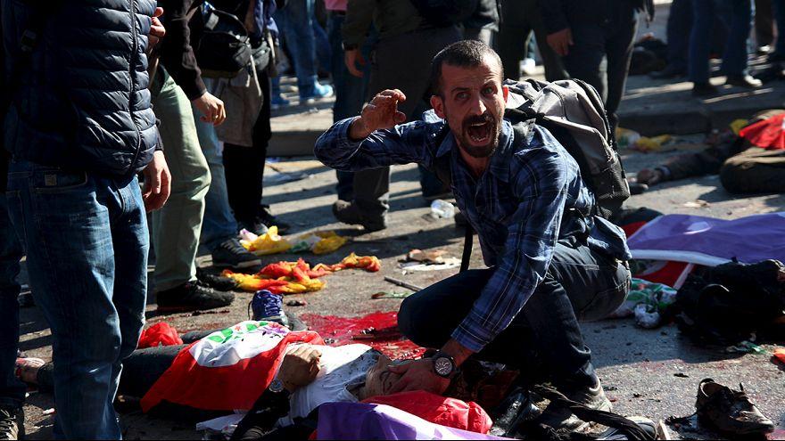 Doppio attacco contro marcia della pace ad Ankara, decine di morti