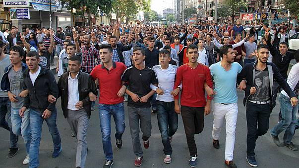 Protests against the Ankara bombing end in clashes in Istanbul and Diyabakir