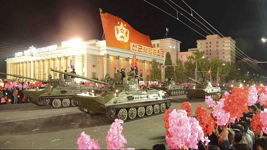 Parata notturna a Pyongyang