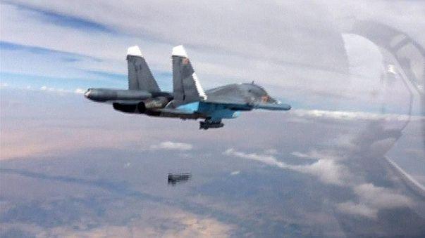 Syrie : Vladimir Poutine justifie ses frappes et fait avancer l'armée syrienne