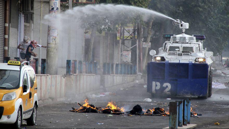 Polícia turca dispersa manifestação de curdos
