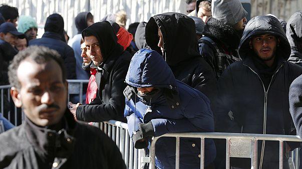 """Berlín estudia establecer """"zonas de tránsito"""" en las fronteras para controlar el flujo de refugiados"""