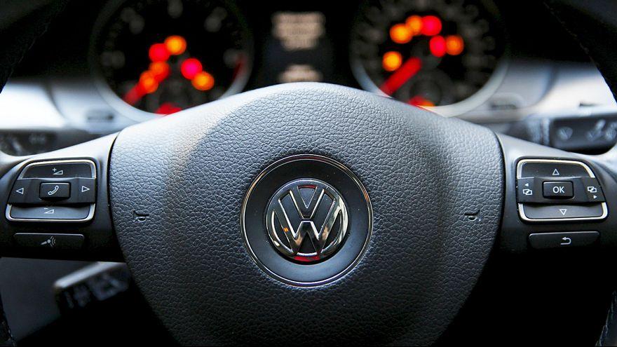 Almanya'da Volkswagen iş dünyasında moralleri bozdu