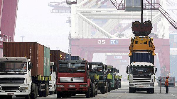 Китай: импорт и экспорт - в свободном падении