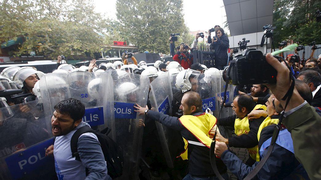 El Gobierno turco manda sofocar las marchas contra el atentado del sábado