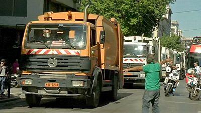 La basura llega al ministerio de Trabajo griego por la reforma de las pensiones