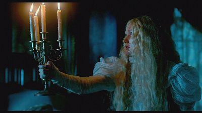 Guillermo del Torro steckt Mia Wasikowska ins Geisterhaus