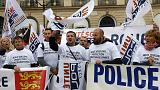 Polícias franceses manifestam-se diante do ministério da Justiça