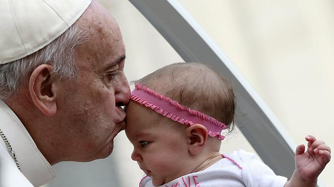 Bocsánatot kért a pápa a katolikus egyház botrányai miatt