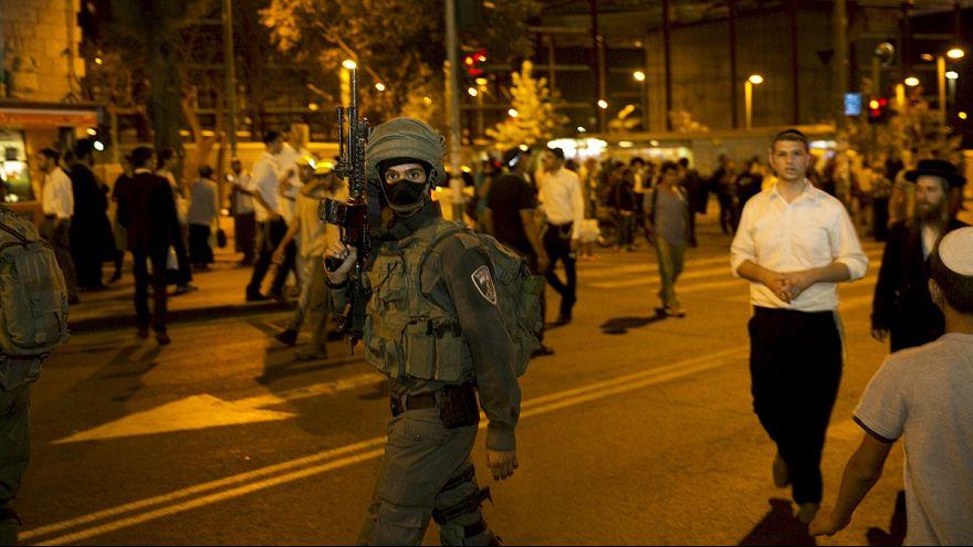 Reaktion auf Anschläge: Israel errichtet Straßenblockaden und beschließt neue Strafmaßnahmen