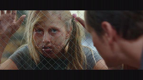 Elijah Wood çocuk zombilere karşı