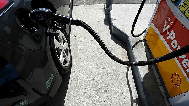 Cheaper oil prompts US consumer price fall