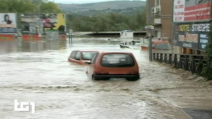 İtalya'da su baskınları can aldı: 3 ölü
