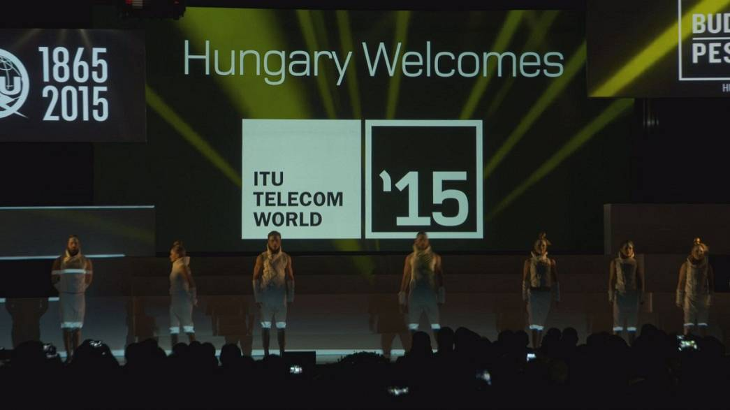 Strandei und 3D-Hologramm auf der ITU Telecom World
