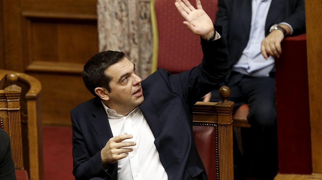 Parlamento grego aprova novas medidas de austeridade graças à maioria de Tsipras