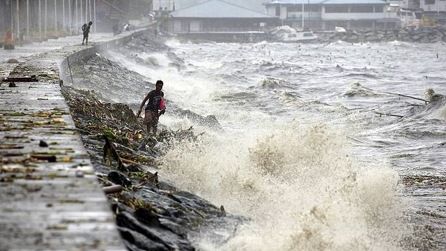 Typhoon Koppu begins battering the Philippines